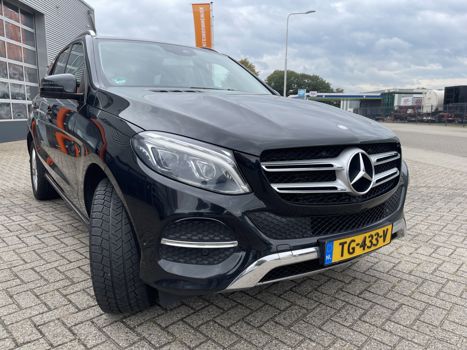 Mercedes-Benz-GLE-6