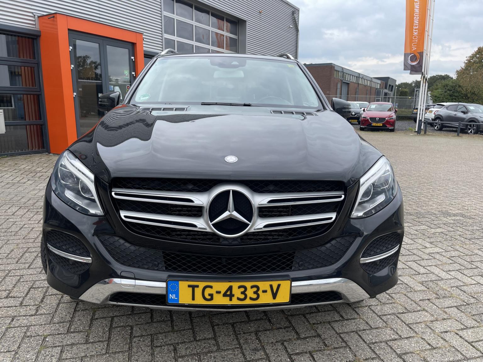 Mercedes-Benz-GLE-7